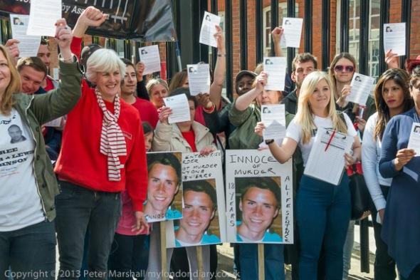 Gloria Morrison and Jengba campaigners. Source: MyLondonDiary